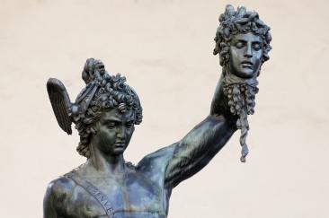 Perseus_by_Cellini_Loggia_dei_Lanzi_n04 (1)