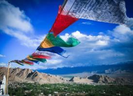 white-horse-prayers-flags